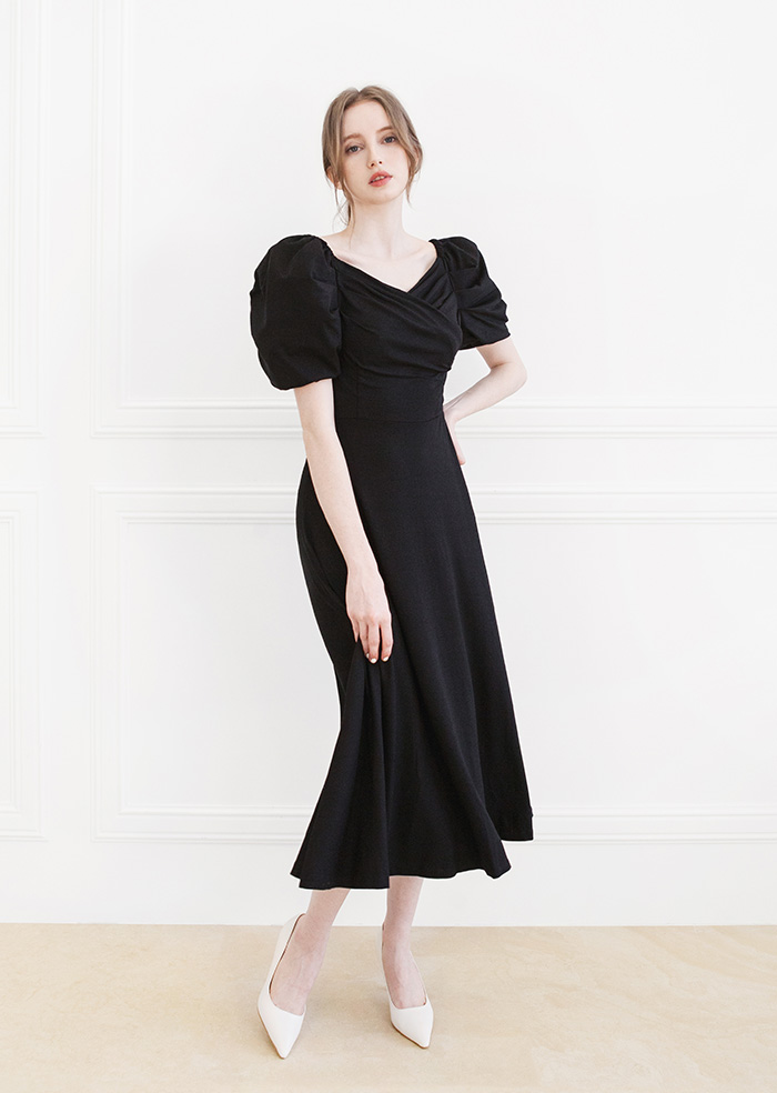 V-Neck Puff Shirring One-piece (Black)